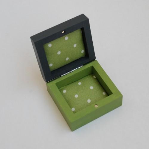 """Labai maža medinė dėžutė """"Avokado žalia"""" (box-21)"""