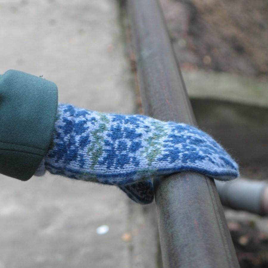 "Original, hand knitted, warm, woolen Mittens ""Cornflower / bachelor's button"""